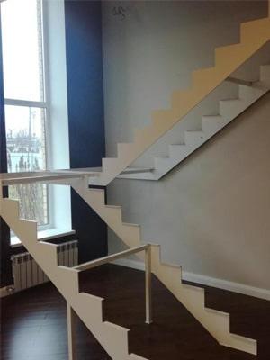 Открытый каркас лестницы